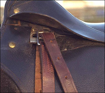 English saddle with safety-release stirrup bars